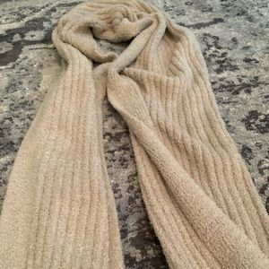 Barefoot dreams scarf